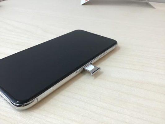 iPhoneXのSIMトレイ